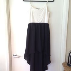 Black & white dressy high low dress👍 DRY CLEANED High low black and white dress. Gently used Forever 21 Dresses High Low
