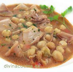 En esta sencilla receta de garbanzos con chipirones podemos usar también calamares o sepia, siguiendo la misma elaboración.