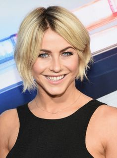 Add a few wispy, longer strands in the back, even if the cut is short. Add a few wispy, longer strands in the back, even if the cut is short. Edgy Short Haircuts, Cool Haircuts, Haircut For Older Women, Older Women Hairstyles, Wispy Hair, Chin Length Hair, Neck Wrinkles, Hair Videos, Fine Hair
