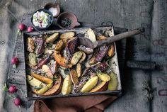 Kartoffeln vom Blech mit Radieschen-Apfel-Quark