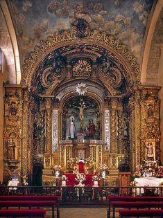 Capilla de Cantuña; Convento de San Francisco - Quito. retablo hecho por bernardo de legarda arriba trinidad abajo llora maria magdalena entre juan y maria