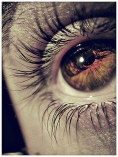De mirarte tanto y tanto,  de horizonte a la arena,  despacio,  del caracol al celaje,  brillo a brillo, pasmo a pasmo,  te he dado nombre; los ojos  te lo encontraron, mirándote.  (Pedro Salinas)