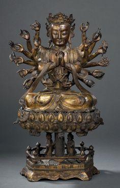 Sculpture d'Avalokitesvara en bronze doré Chine, dynastie Ming, xvie-xviie siècle Gilt bronze figure of multi-armed Avalokitesvara China, Ming dynasty, 16th-17th century