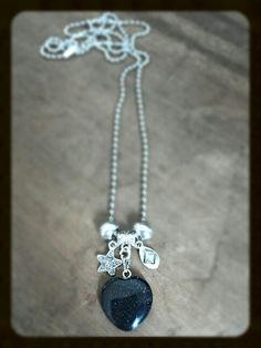 M-Brace sieraden - Ketting met diepblauwe goudsteen hanger