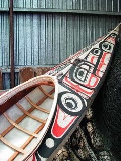 A NW Coast painter transforms a Seawolf kayak into a work of art that is for serious paddling, they say. - Okey, I want something similar that´s for sure. Kayak Boats, Kayak Camping, Canoe And Kayak, Kayak Fishing, Sea Kayak, Wooden Kayak, Wooden Boats, Native Art, Native American Art