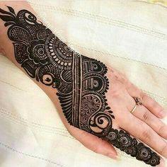 We have Arabic new mehndi designs plane for you. The simple Arabian mehndi design is for beginners. Henna Hand Designs, Mehndi Designs Finger, Basic Mehndi Designs, Mehndi Designs Feet, Latest Bridal Mehndi Designs, Mehndi Designs For Beginners, Mehndi Design Pictures, Mehndi Designs For Girls, Wedding Mehndi Designs