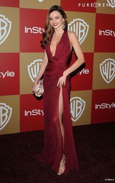 Comment mettre ses longues jambes en valeur ? Avec une robe drapée ultra fendue de femme fatale signée Zuhair Murad, comme Miranda Kerr.