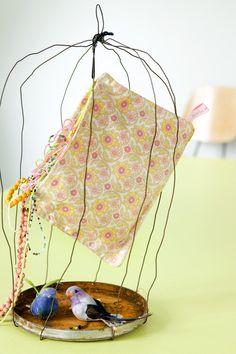pochette Mini fourre tout fleur - © La cerise sur le gâteau - Anne Hubert - Photo: Coco Amardeil