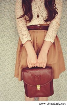 Love this harmonized colors ! and the retro bag :) Vintage look Love it! Love it!