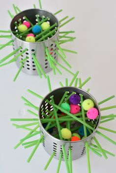 Make your own kerplunk game for kids. Made with silverware containers from Ikea, straws and pom poms.