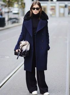 Oversized navy coat by Acne Mode Outfits, Fashion Outfits, Womens Fashion, Mantel Styling, Business Outfit Frau, Mantel Outfit, Fashion Gone Rouge, Navy Coat, Winter Mode