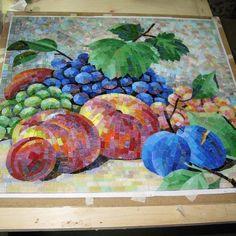 Reggelire sok-sok gyümölcs! #mozaik #mosaic #mindenmozaik #everythingismosaic #artistic #muveszi #art #kezmuves #ikozosseg #kozosseg #mik #inst10 #ReGram @trogogina: #моиработы #мозаика #мозаичноепанно #копиякартины #копиякартинывмозаике #натюрморт