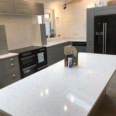 Carrera - Little Hallingbury, Herts - Rock and Co Granite Ltd Marble Quartz, White Quartz, Hob Splashback, Range Cooker, White Granite, Beautiful Color Combinations, Beautiful Kitchens, Aspen, House Colors