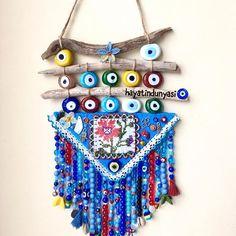 Keçe Nazarlık 🎀 Duvar Süsü (@hayatindunyasi) • Instagram fotoğrafları ve videoları Cute Jewelry, Diy Jewelry, Jewelry Supplies, Handmade Beads, Handmade Items, Evil Eye Art, Evil Eye Jewelry, Murano Glass Beads, Blue Beads