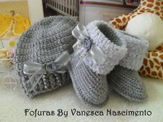 Booties Crochet, Knitted Baby Boots, Crochet Baby Sandals, Baby Girl Crochet, Crochet Baby Clothes, Cute Baby Clothes, Crochet Mug Cozy, Crochet Winter, Baby Boy Shoes