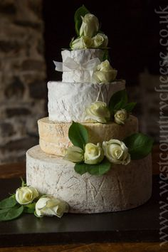 Now that's a lovely looking cheese wedding cake Wedding Cakes Made Of Cheese, Uk Wedding Cakes, Wedding Cake Designs, Wedding Cake Toppers, Wedding Tables, Creative Cake Decorating, Cake Decorating Supplies, Creative Cakes, Cheese Tower