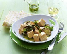 Unser beliebtes Rezept für Lachs mit Zucchinigemüse und mehr als 55.000 weitere kostenlose Rezepte auf LECKER.de.