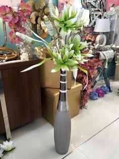 jarrones decorados con flores por