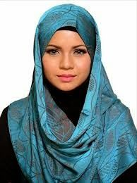 I have included the best simple hijab styles in my post which can be adopted easily. Those looking for a simple hijab style don't need to go anywhere else. Simple Hijab, Hijab Cartoon, Hijab Niqab, Hijab Fashion Inspiration, Fashion Ideas, Women's Fashion, Hijab Stile, Girl Hijab, Beautiful Hijab