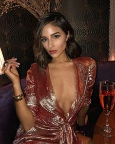Olivia Culpo and Danny Amendola have ended their relationship after Danny was caught flirting with Bianca Peters at the beach. Brunette Beauty, Hair Beauty, Olivia Culpo Hair, Mode Outfits, Fashion Outfits, Sup Girl, Glamour, Most Beautiful Women, Short Hair Styles