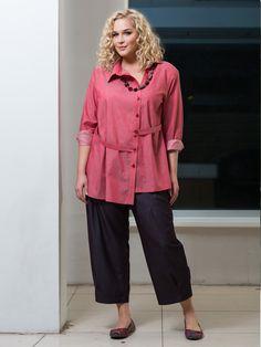 Материал: текстиль Состав: 100% хлопок Стиль Annette Görtz - для современной, успешной женщины. Эта женщина предпочитает одежду, обувь, аксессуары, которые хорошо комбинируются друг с другом и в любой ситуации выглядят уместно. Однако это не консервативный стиль, а гардероб, который всегда остается прогрессивным и футуристичным. Бренд EVA collection цитирует великую немку, но конечно по-своему, адаптируя модный образ под фирменный стиль. Это всё тот же минимализм, но не сухой, сдержанный и…