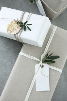 Gift Wrapping Ideas (A Little Opulent) Creative Gift Wrapping, Present Wrapping, Wrapping Ideas, Creative Gifts, Elegant Gift Wrapping, Noel Christmas, Christmas Crafts, Christmas Decorations, Christmas Ideas
