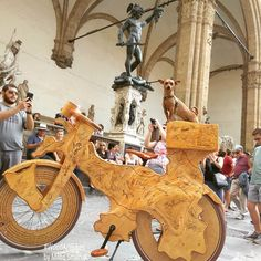 Giralinda in Firenze, Italy 5/18. * * * * Giralinda is a unique art piece, wooden #sculpturebicycle created like a tribute to the Giro…