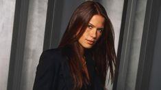 Supergirl - Season 4 - Rhona Mitra & Robert Baker to Recur Stunningly Beautiful, Beautiful Women, Pool Movie, Rhona Mitra, Supergirl Season, Rose Thorns, Brunette Hair, Season 4, Movie Stars