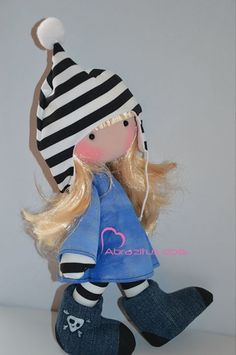 By Abrazitus Doll Sewing For Kids, Videos, Doll Clothes, Artisan, Crochet Hats, Snoopy, Christmas Ornaments, Toys, Holiday Decor