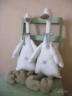 Amazing Home Sewing Crafts Ideas. Incredible Home Sewing Crafts Ideas. Easter Crafts, Fun Crafts, Diy And Crafts, Fabric Animals, Fabric Birds, Sewing Stuffed Animals, Stuffed Animal Patterns, Handmade Toys, Handmade Crafts