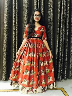 Kurta Designs, Blouse Designs, Indian Long Frocks, Frock Models, Kalamkari Dresses, Frocks And Gowns, New Designer Dresses, Frock For Women, Dress Indian Style