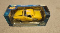 Tins Toys Yellow Ford 1956 Thunderbird 1 24 Scale Die Cast  in Original Box