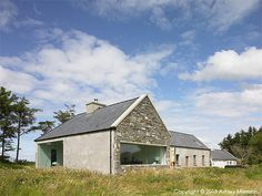 Louise McGuane and her husband Dominic McCarthy used natural light and open space to turn their stone cottage into a modern hideaway. Chalet Extension, Cottage Extension, Modern Bungalow House, Rural House, Barn Renovation, Cottage Renovation, Farmhouse Architecture, Modern Farmhouse Exterior, Irish Cottage