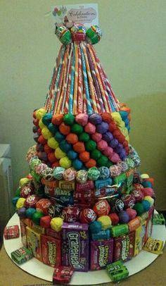 How to Make a Candy Cake for Kids Birthday Parties Candy Theme Birthday Party, Candy Birthday Cakes, Birthday Gag Gifts, Candy Cakes, Candy Party, Birthday Parties, Candy Bouquet Diy, Gift Bouquet, Cake Bouquet