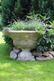 Great idea to incorporate the large concrete pot at the edge of the planting bed. It becomes a #garden #statuary. www.BlueSkyRain.com. #sprinklers
