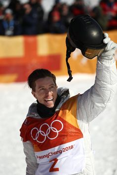 It's Official! Shaun White Returns the Olympic Podium With Gold at Pyeongchang Snowboarding Olympics, Shaun White Snowboarding, Weightlifting For Beginners, Olympic Weightlifting, Us Olympics, 2018 Winter Olympics, Fun Winter Activities, Winter Games