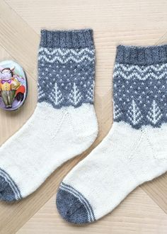 Do this in a larger size for a Christmas stocking. Do this in a larger size for a Christmas stocking. Knit Mittens, Crochet Slippers, Knitting Socks, Hand Knitting, Knit Crochet, Knitting Patterns, Crochet Patterns, Patterned Socks, Wool Socks