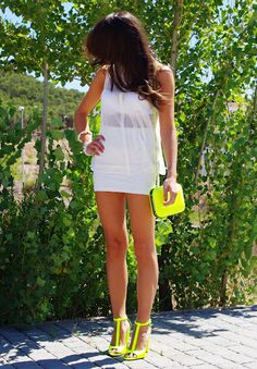 Look: White and Neon - Erika - Trendtation