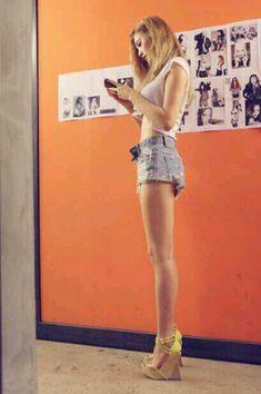 Nana After School long legs Kpop Fashion, Asian Fashion, Airport Fashion, Nana Afterschool, Lisa Black Pink, Im Jin Ah, Yu Jin, K Idol, Fashion Clothes