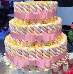 Risultati immagini per bolo de marshmallow Candy Cakes, Cupcake Cakes, Cupcakes, Candy Table, Dessert Table, Beautiful Cakes, Amazing Cakes, Marshmallow Cake, Bar A Bonbon