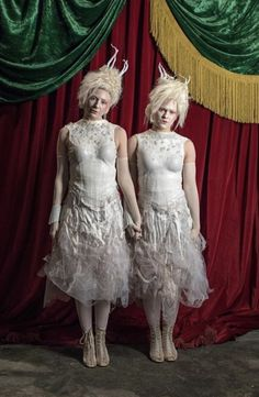 Caoife Coleman and Mishay Petronelli as the Albino Twins in The Greatest Showman (2017)