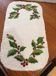 Timeless Traditions-- it looks like the holly and the ivy are felted into the white mat and then outlined with machine stitching. Christmas Applique, Felt Christmas Ornaments, Christmas Sewing, Christmas Embroidery, Christmas Projects, Felted Wool Crafts, Felt Crafts, Diy Crafts, Penny Rug Patterns