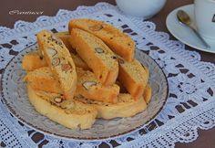 Τα ιταλικά: καντουτσίνι ή μπισκότα του Πράτο | Κουζίνα | Bostanistas.gr : Ιστορίες για να τρεφόμαστε διαφορετικά Greek Sweets, Greek Desserts, Greek Recipes, My Recipes, Cooking Recipes, Biscuit Cookies, Cake Cookies, Cupcake Cakes, Cupcakes