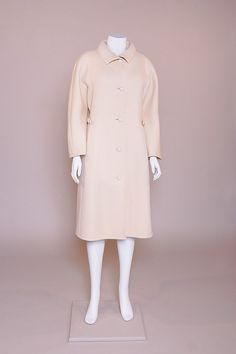 Manteau porté par la comtesse Mona Bismarck - Collection Hubert de Givenchy - by courtesy of Mona Bismarck Foundation