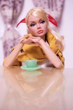 #PoppyParker           Cafe time