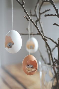 Easter tree decorations (instructions in Swedish but plenty of pictures showing how to do)