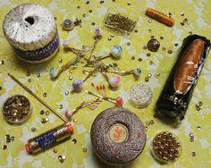 Hair Clips & Other! Fermagli per Capelli e Tanti Materiali per Crearne: Paillettes, Perline, Fettucce, Filati, Lurex, Uncinetti, Bottoni.
