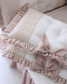 Бортики в кроватку - купить или заказать в интернет-магазине на Ярмарке Мастеров - FZB3PRU. Королев | Набор прямоугольных бортиков 60 на 30 см с… Baby Bedding Sets, Baby Nursery Bedding, Baby Pillows, Baby Bedroom, Baby Room Decor, Girl Cribs, Baby Cribs, Draps Design, Bed Cover Design
