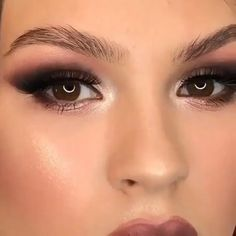 Love this glam by Gold Smokey Eye Makeup Tutorial Love don't cost a thing…👯♀️🎶 Yass 🙌🏼or Naw 🥴 to this smokey eyes? A perfectly winged eyeliner makes any look stand out! Prom Eye Makeup, Halloween Eye Makeup, Makeup Eye Looks, Smoky Eye Makeup, Eye Makeup Steps, Glam Makeup, Eyebrow Makeup, Skin Makeup, Makeup Inspo