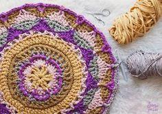 SusiMiu   MANDALA TIME: Enlace a Patrón de manta Mandala adaptado a una alfombra de Trapillo